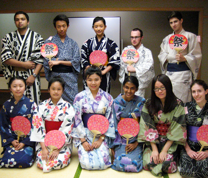 Japan Dialogue students in traditional garb.