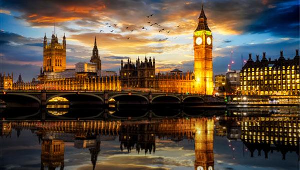 Skyline of Big Ben at night.